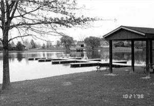 floating boat docks on Cinnamon Lake