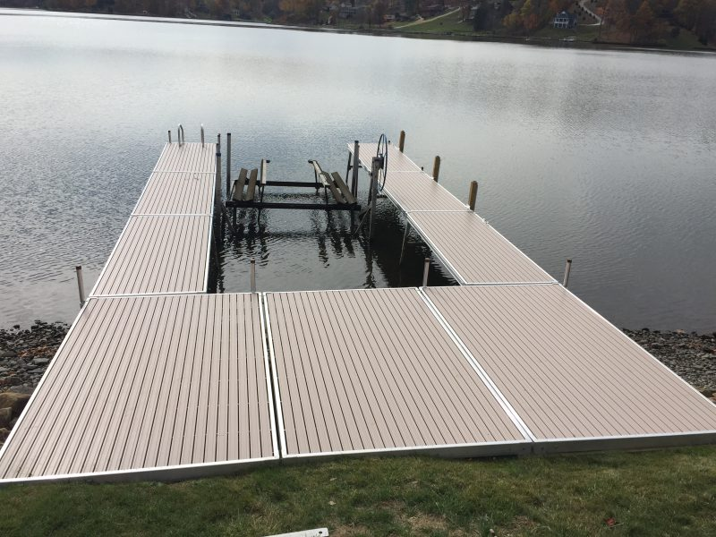 U shaped dock on Lake Mohawk