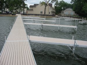 Diamond Lake, Illinois Docks and Lifts